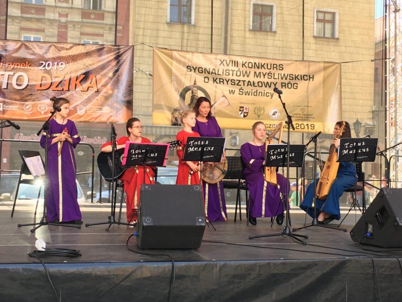 """Zespół """"Totus Musicus"""" na uroczystym otwarciu projektu """"Festiwal Wrażeń'2019"""""""