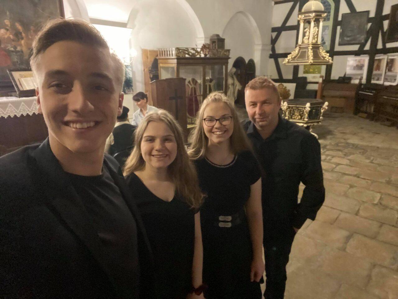 Spektakl Sami Obcy w Oprawie Muzycznej Studia Piosenki La Chanson